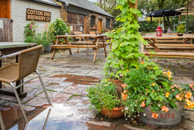 The Pomfret Arms garden